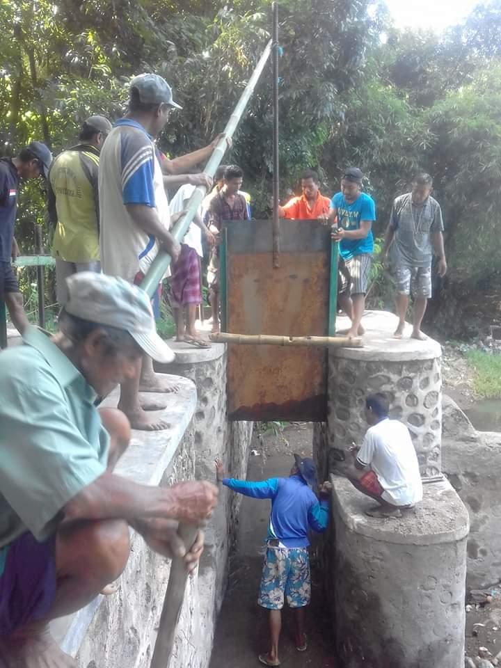 Membangkitkan Semangat Gotong Royong Dalam Masyarakat Desa Rupe Pemerintah Desa Rupe